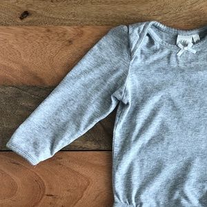 🧸M&M SALE! (5/$15) H&M grey bodysuit 6-9m